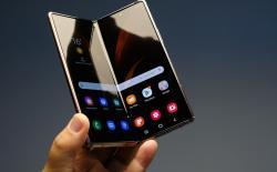 Samsung developing dual-fold smartphone