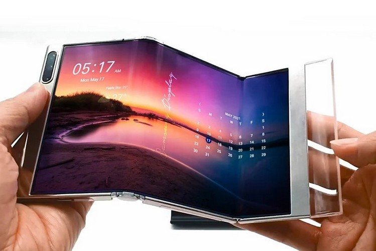 Samsung Showcases Its First Bi-Foldable Display