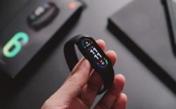 You Can Now Use Mi Band 6 as a Flashlight