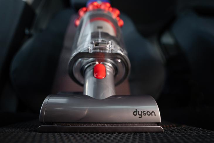 Dysons-Future-Robot-Vacuums-Might-Be-Able-to-Climb-Stairs-Open-Drawers
