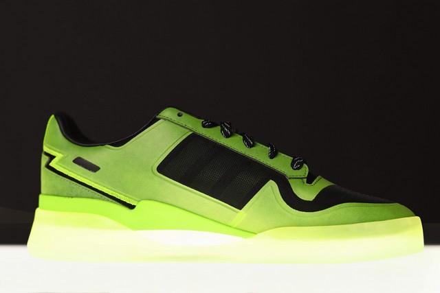 Microsoft e Adidas lanciano scarpe da ginnastica ispirate a Xbox per celebrare il 20° anniversario di Xbox